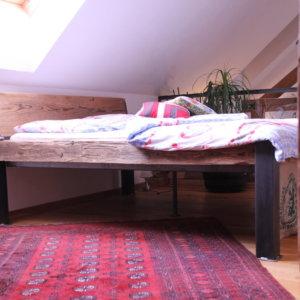 Bett Sonderanfertigung Altholz